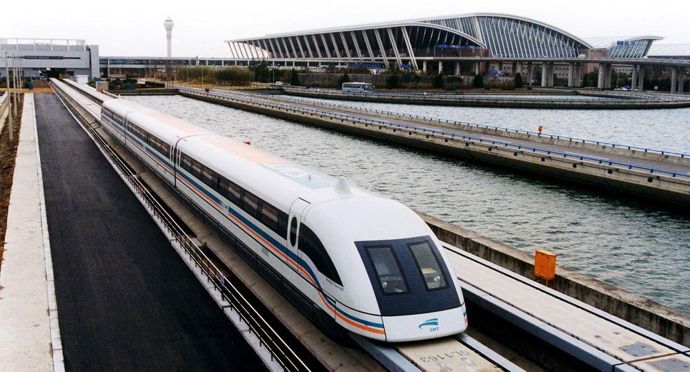 I Shanghai kører Maglev-toget med en tophastighet på 430 kilometer i timen. Hvor raskt det russiske toget skal kjøre er ikke offentliggjort.
