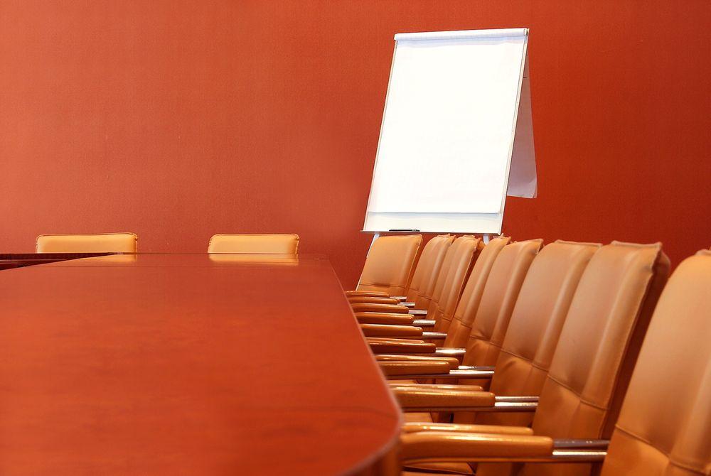 En amerikansk undersøkelse viser at 22 prosent av ansatte som satt i møte i gjennomsnitt sendte tre eller flere eposter for hver halvtime.