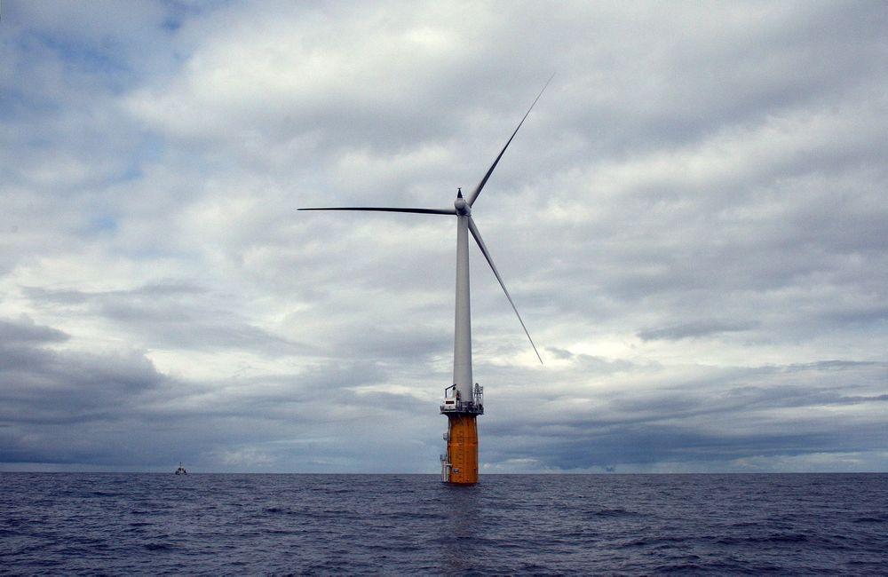 Ved utgangen av juni i fjor hadde Statoils 2,3 MW Hywind-turbin produsert hele 5,2 GWh. Men på grunn av feil og dårlig vær ble det i året som helhet likevel kun produsert 7,7 GWh.
