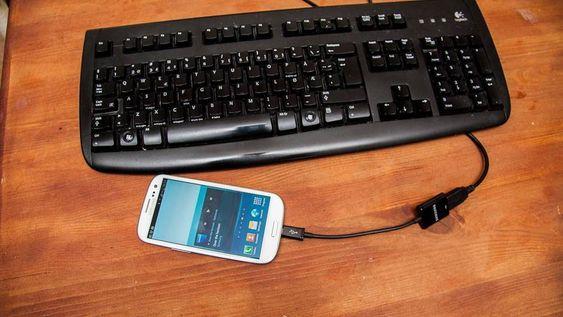 Men en USB-otg-kabel kan du koble til alt fra tastatur til USB-harddisk.