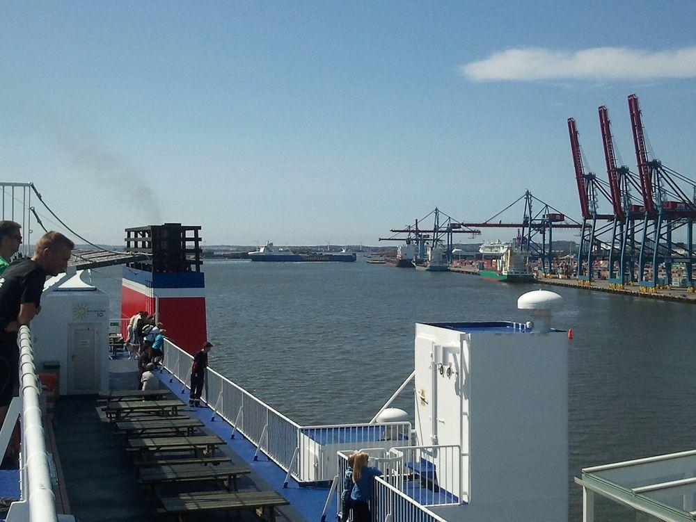 Eksosvask: En Stena-ferge på vei inn til Gøteborg havn. Fra 1. januar 2015 må den bruke drivstoff med mindre enn 0,1 prosent svovel, eller rense eksosgassen i en scrubber.