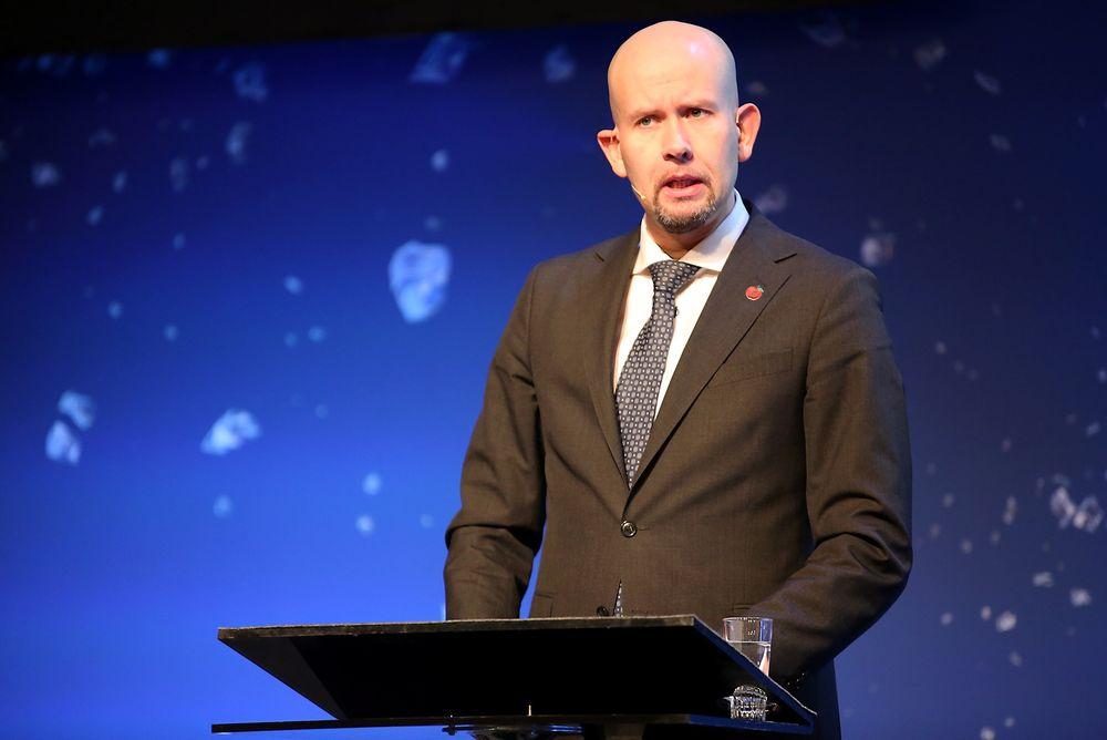 Olje- og energiminister Tord Lien får kritikk etter sin håndtering av saken om elektrifisering av Utsirahøyden.