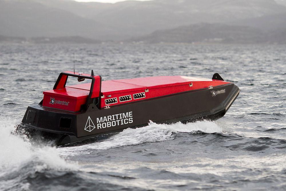 Autonom: Det førerløse fartøyet til Maritime Robotics har vært testet i Trondheimsfjorden i lengre tid. Nå er det også utstyrt med multisonar fra Norbit for å kartlegge havbunnen. Båten er ca. 6 meter lang og veier 1,7 tonn.