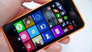 Slik er den første Windows Phone 8.1-mobilen