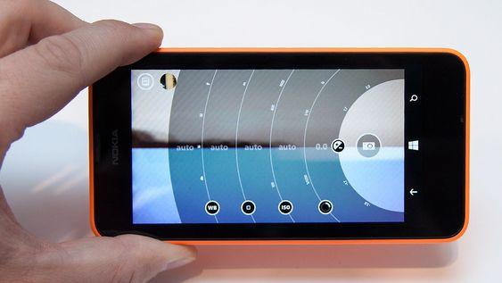 Selv om dette er en billigtelefon har kameraet flere avanserte muligheter. Du kan for eksempel sette fokus og lukkertid manuelt.