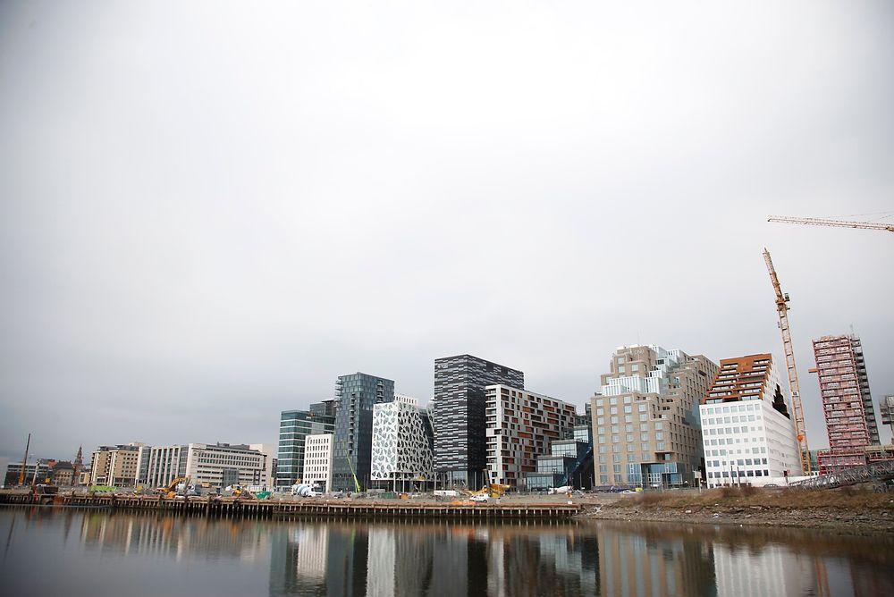 Boligblokken til MAD-arkitekter i Bjørvika er en av to norske nominerte bygg.
