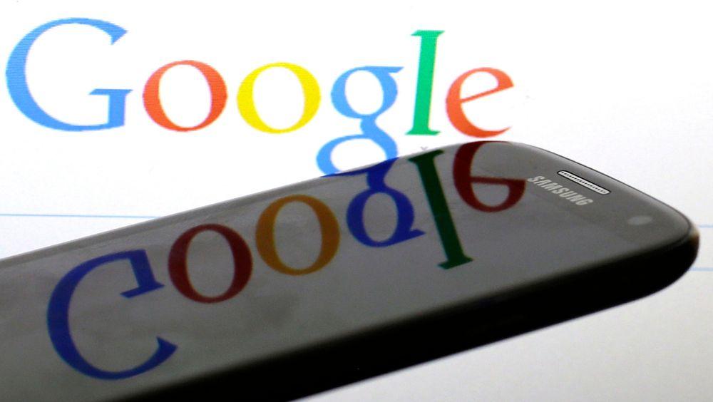 Internettbrukere kan kreve at koblinger til gammel og irrelevant personlig informasjon slettet av nettgiganten Google og andre søkemotorer, slår EU-domstolen fast.