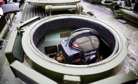 Hæren tester nå bruk av Oculus Rift for å kunne se hele miljøet rundt stridsvognene og hente inn AR-informasjon. Test på Rena. Systemet er levert av bla Making View. Foto: Eirik Helland Urke