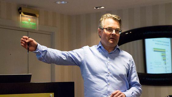 Tallknuser: Seniorrådgiver i Post- og teletilsynet Sigmund Log har arbeidet med rapporten om teleomsetnignen i fjor.