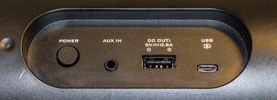 Fiffig: Creative MUVO 20 har ladeuttakt på baksiden og kan lade mobiltelefoner.