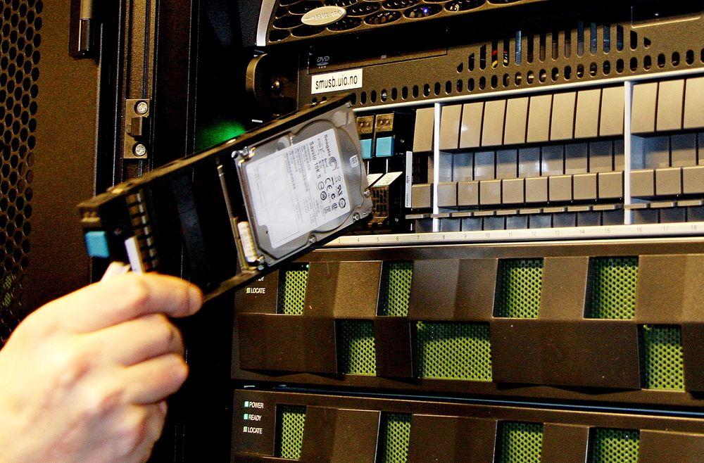 Finansdepartementet har satt et skille på el-avgiften som vil gjøre det flere hundre prosent dyrere å levere datakraft enn lagringsplass.