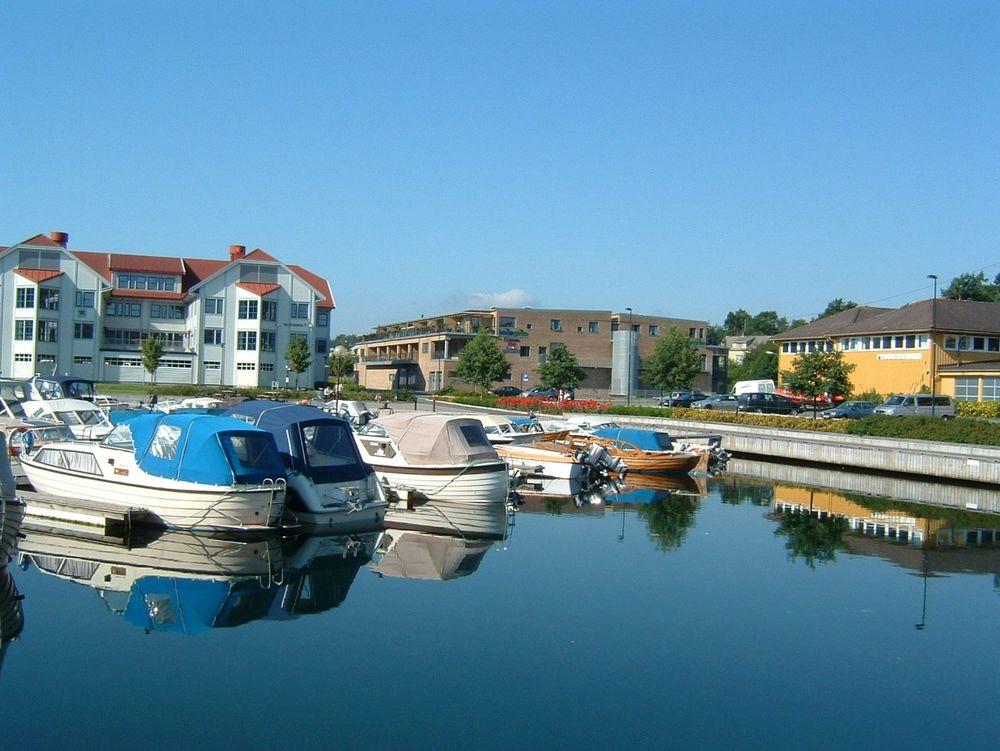 HF Danyko har kontorer i idyllisk plasserte Interiørgården i Grimstad sentrum.