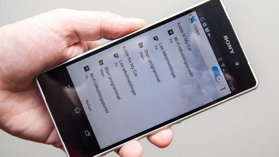 Telefonen kan utføre oppgaver basert på tid og tilkoblet utstyr.