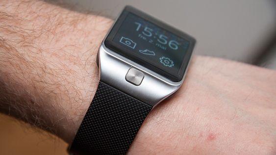 Under skjermen sitter den eneste tasten på klokken.