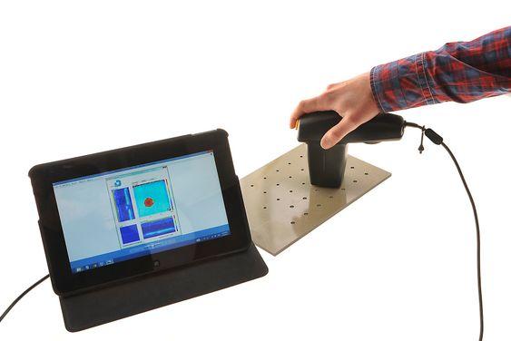 Dolphicam er lite og nett NDT-utstyr. Her brukes ultralydkameraet til å scanne borehull.