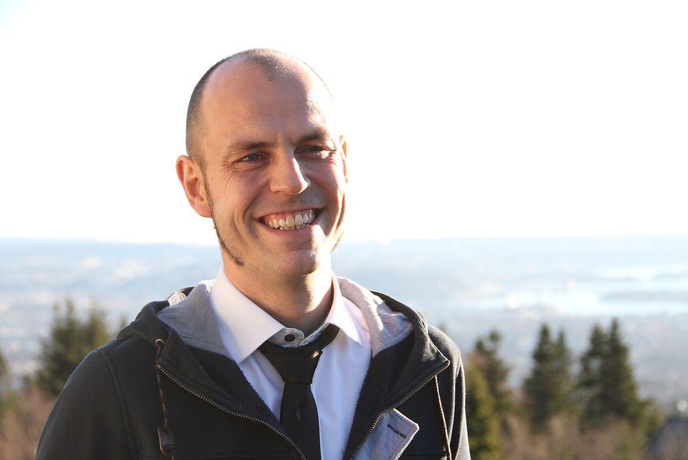 """Fredrik Barth så potensialet i bydelen Arna i Bergen. Det førte til prisen """"Årets unge rådgiver""""."""