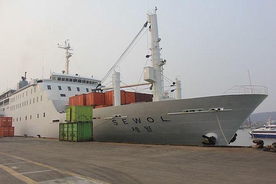 Dårlig sikret: Sewol hadde kapasitet til å ta 987 tonn last, det meste i form av containere. Det skal ha vært mellom 1500 og 3600 tonn om bord. Søsterskipet Ohamana ble inspisert etter Sewol-forliset og fikk påpakning for dårlig sikringsutstyr for containere.