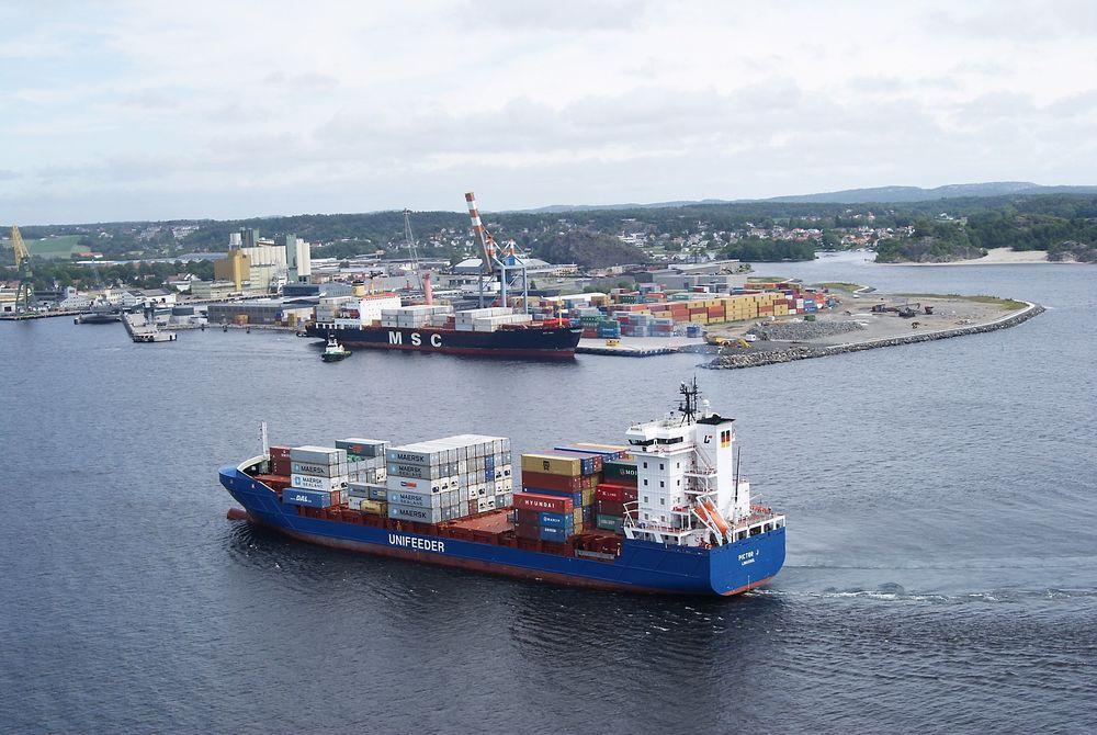 Sikkerhetsnivået på flere norske havneanlegg er redusert etter terrortrusselen.