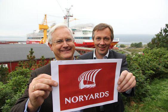 Konsernsjef Asle Solheim (Bergen Group) og verftssjef  Anders Straumsheim på Fosen med ny logo. Bergen Group selger 71 % av aksjene til Calexco og danner ny skipsbyggingsgruppe, Noryards.