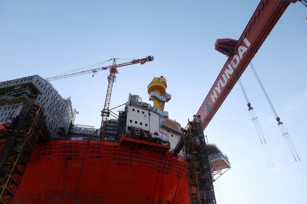 Aibel skal gjøre siste finpuss på Goliat i Hammerfest. Her er flyteren i dokken på Hyundai-verftet i Ulsan i Sør-Korea.