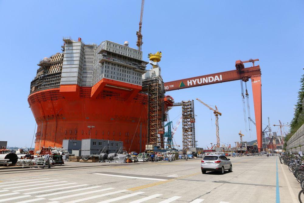 Her står Goliat-flytere på Hyundai Heavy Industries offshoreverft i Ulsan, Sør-Korea. Goliat FPSO står i H-dokken, der det 23. oktober var en dødsulykke i forbindelse med prosjektet.