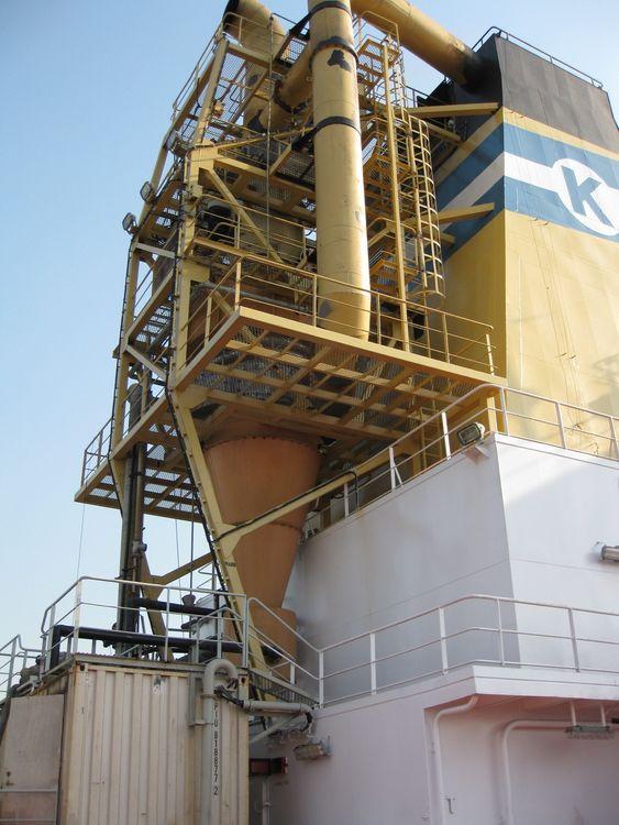 Scrubber-anlegg på Baru. Norsk Analyse har levert Shipcems, som analyserer og dokumenterer SO2- og CO2-innhold i  eksosen etter rensing.