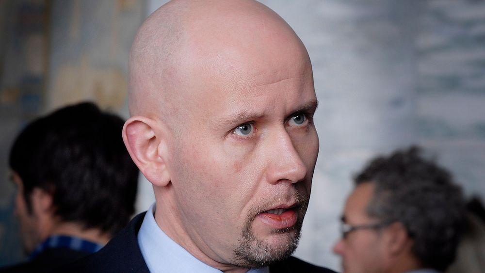 Olje- og energiminister Tord Lien og departementet hans venter med 23. konsesjonsrunde til over nyttår.