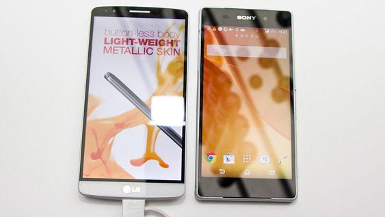 LG G3 ved siden av Sony Xperia Z2.