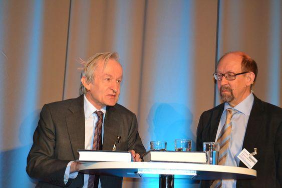 125 år: Professorene John Peter Collett og  Håkon With Andersen ved NTNU skrev også den forrige jubileumsboka til DNV, Anvhor and Balance i 1989.