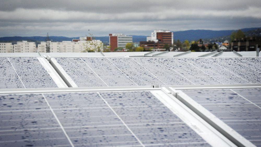 På bystyremøtet i Oslo kommune 7. mai vedtok bystyret å utarbeide en støtteordning for solcelleutbygging. Dagen etter hadde Omsorgsbygg befaring på Oslos største solcelleanlegg.