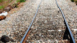 Se hva sommervarmen gjør med jernbanen