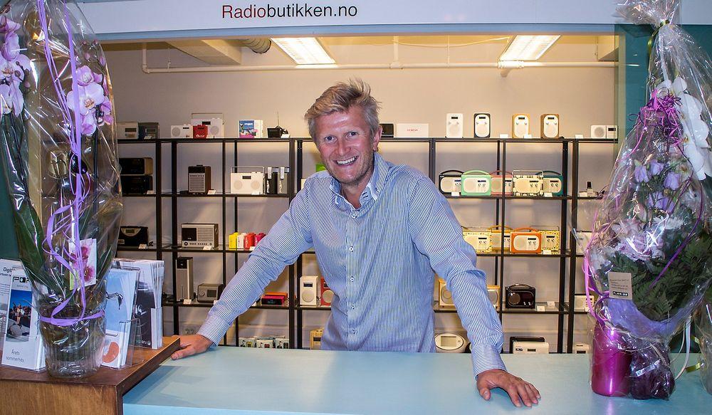 Radioentreprenør: HC Andersen er frelst på digital radio. Fra sin base i Fredrikstad har han startet en ny radiokanal, etablert seg som digital radioimportør og åpnet en nettbutikk med fysisk utsalg noen meter fra Glomma