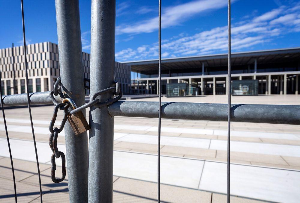 Hit, men ikke lenger: Berlin Brandenburg flyplass skulle vært åpnet i 2012, men er fremdeles ikke ferdig.