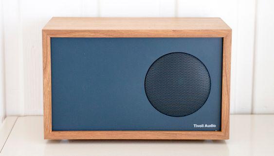 Pent og rent design: Slaven drives fra hovedradioen og en lang kabel tillater god avstand mellom dem.