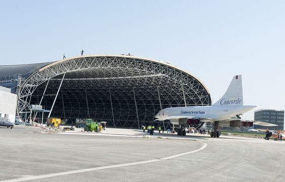 Concorde MSN-1 på vei inn i Aeroscopia i mars. Museet har offisiell åpning på slutten av året.