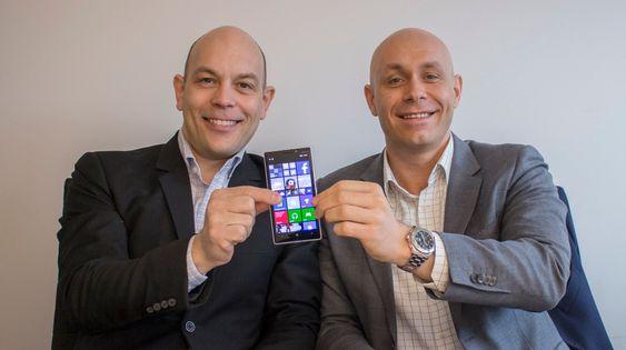 En imponerende telefon: Nye Nokia Lumia 930 er det du skal ha til sommeren. mener teknologidiretør i Microsoft, Børge Hansen og produktsjef i Nokia i Norge, Henrik Fagernes