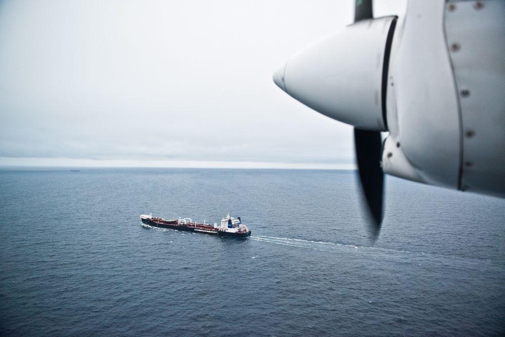 SKAL MØTES: Det er duket for aksjoner når Greenpeace-skipet Rainbow Warrior etter planen kommer inn i norske farvann i dag for å møte den spesialdesignede istankeren Mikhail Uljanov.