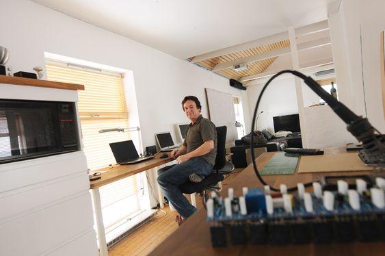 Geir Fredriksen utvikler høyttalere hjemmefra i Inderøy.