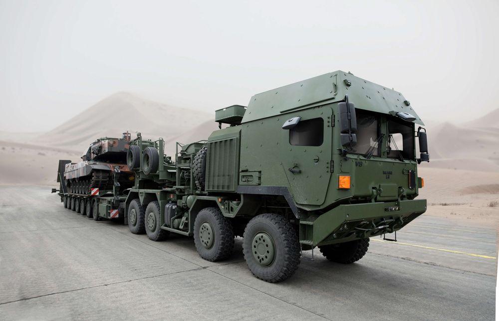 Tungtransportkjøretøyet som skal frakte blant annet stridsvogner er én av ni lastebilvarianter som Forsvaret har bestilt Rheinmetall MAN Military Vehicles (RMMV) og som skal leveres om et par år. Rammeavtalen gjelder 34 lastebilvarianter levert fram til 2025.