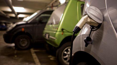 «Ingenting tilsier at det er farlig å lade elbiler innendørs»