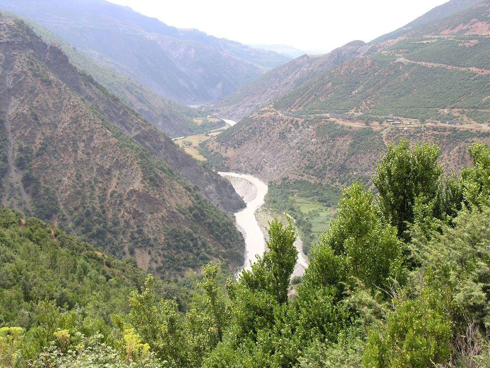 Statkraft har leid inn ekstern ekspertise for å finne årsaken til at tre personer omkom på et vannkraftprosjekt i Albania i forrige uke.
