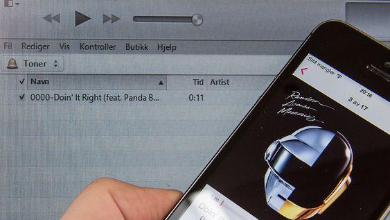 Har du sangen på mobilen, så kan du bruke den som ringetone. Mest arbeid er det for iPhone-eiere, men følelsen av å sørge for at en ringetonehai ikke får penger er verdt det.