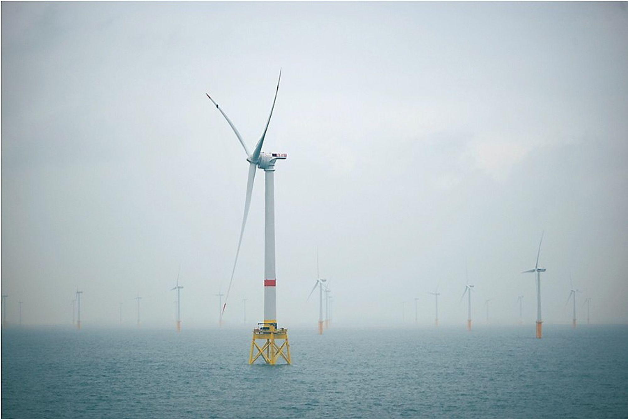 Leverer til havvindindustrien: En rekke norske bedrifter leverer varer og tjenester til havvindindustrien på kontinentet, men konkurrerer ikke på like vilkår, ifølge Sintef. Denne havvindmøllen, en av verdens største havvindturbiner (6MW), ble installert av Fred. Olsen Windcarrier ifjor utenfor den belgiske kysten.