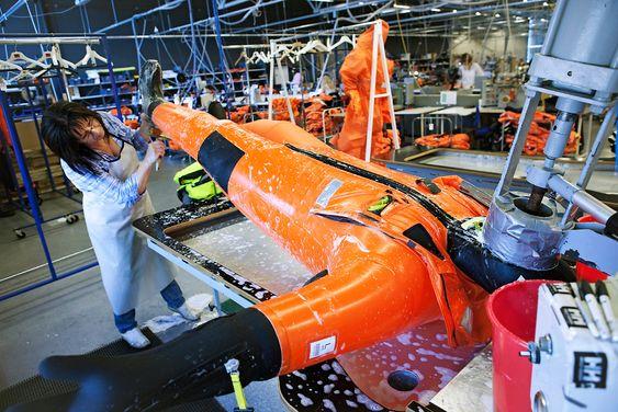 Norsk fabrikk: Hansen Protection produserer redningsdraktene i Moss.