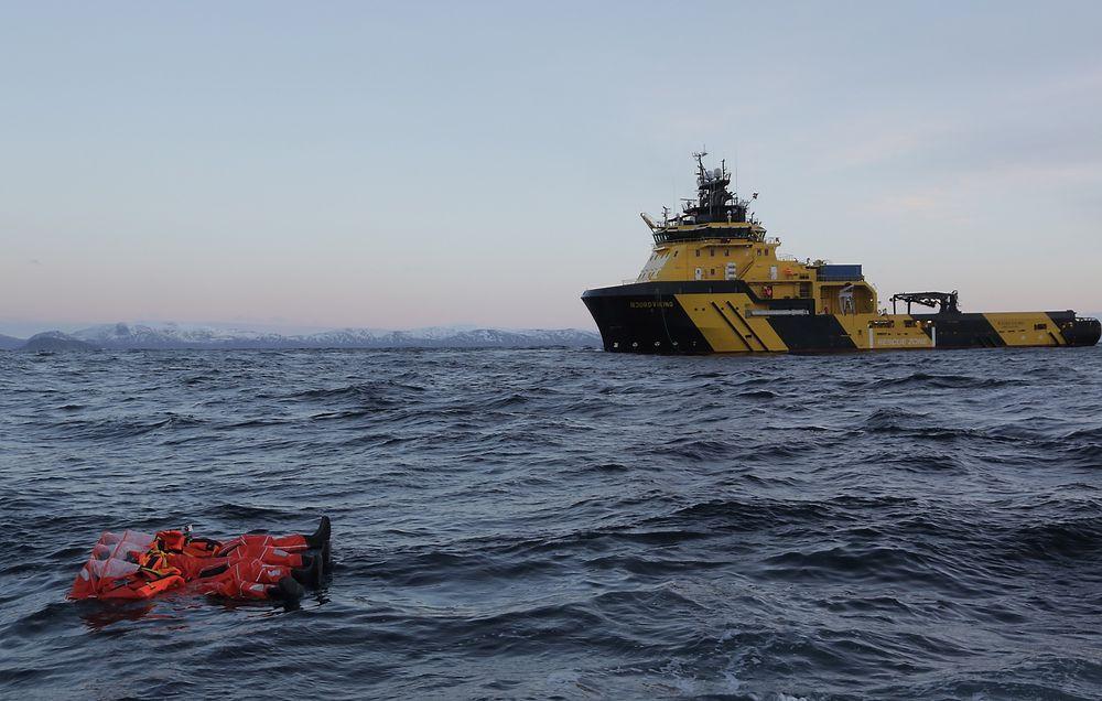 Signaler: Redningsdraktene sender flere typer signaler som gjør lokalisering fra alle tyåer skip mulig.