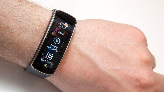 Den peneste smartklokken vi har sett. Muligens også det peneste aktivetetsarmbåndet.
