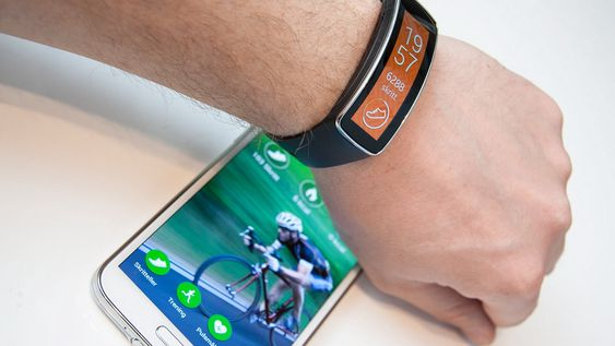 Gear Fit er avhengig av appen S Health på mobilen om du vil bruke den til trening.