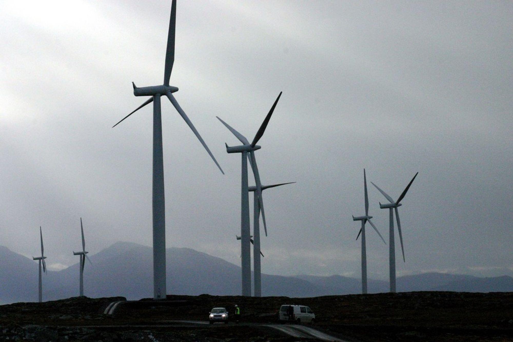 Kan lønne seg å pusse opp gamle vindkraftverk: Statkraft kan nå søke om å få sertifikater til Smøla vindpark, dersom de velger å ruste opp eller utvide vindparken i stedet for å ta den ned etter endt levetid. Men de nye reglene for dette er langt gunstigere i Sverige.
