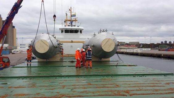 Frakt: Scrubbere fra Green Tech Maritiem lastes om bord for transport til et verft for installasjon på et skip.