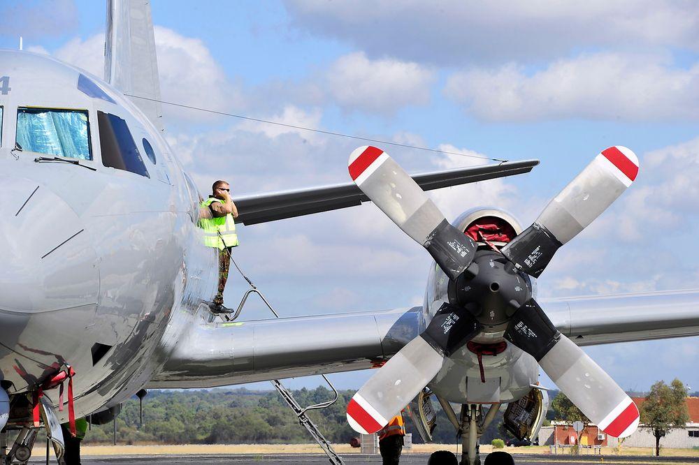 Et Orion-fly gjør seg klar til å fly til leteområdet for det forsvunne malaysiske flyet.